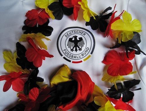 Deutschland Trikot mit Blumen in schwarz, rot und goldener Farbe
